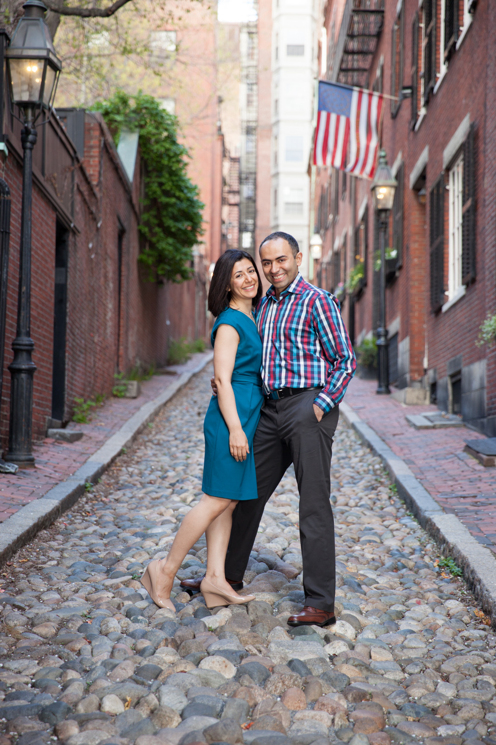 beautiful-couple-anniversary-photo-acorn-alley-beacon-hill-boston.jpg