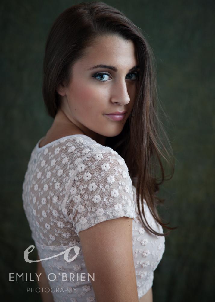 fashion-model-beautiful-eyes-green-background.jpg