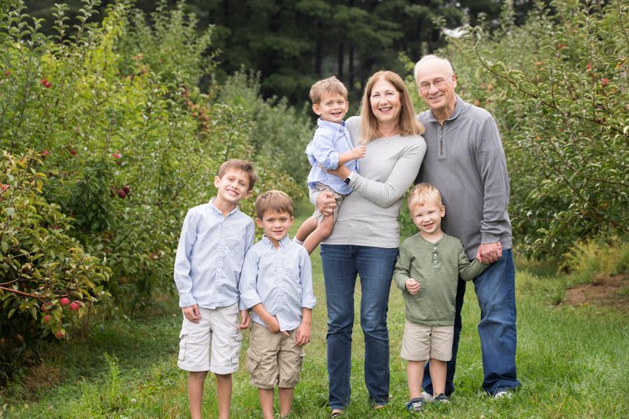extended-family-portrait-boston-grandparents-creative.jpg