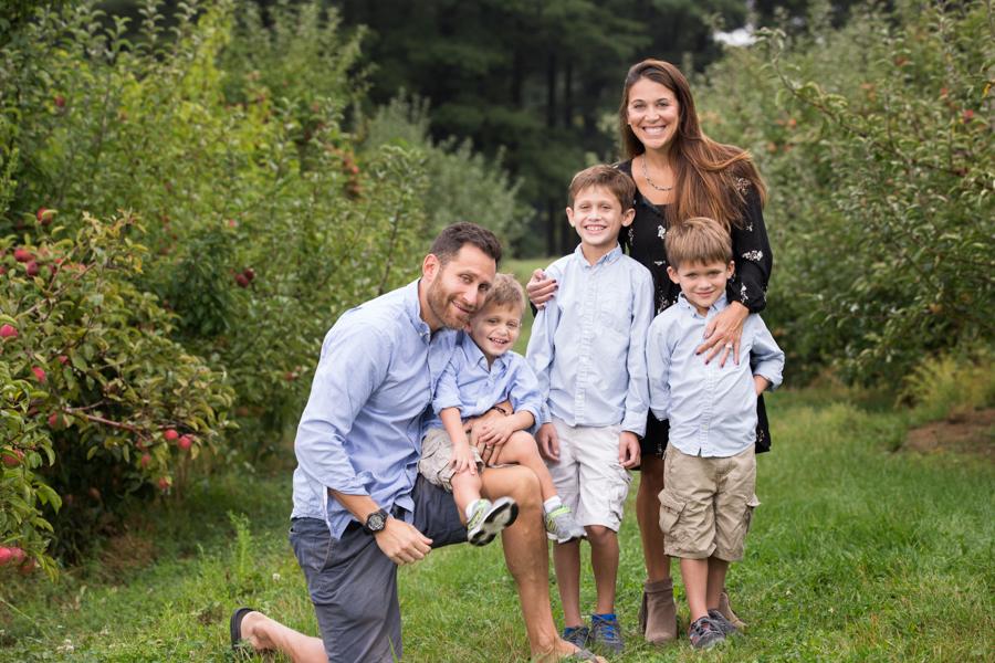 siblings-parents-merrimack-valley-rustic.jpg