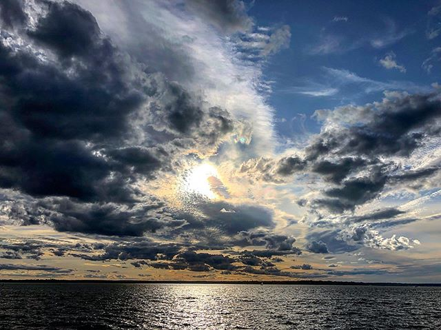 Perfect sky  #sky #sky_brilliance #clouds #sunset #ocean #nature #beauty #rhodeisland #outdoors #hoshtag Great view with @mijitapo