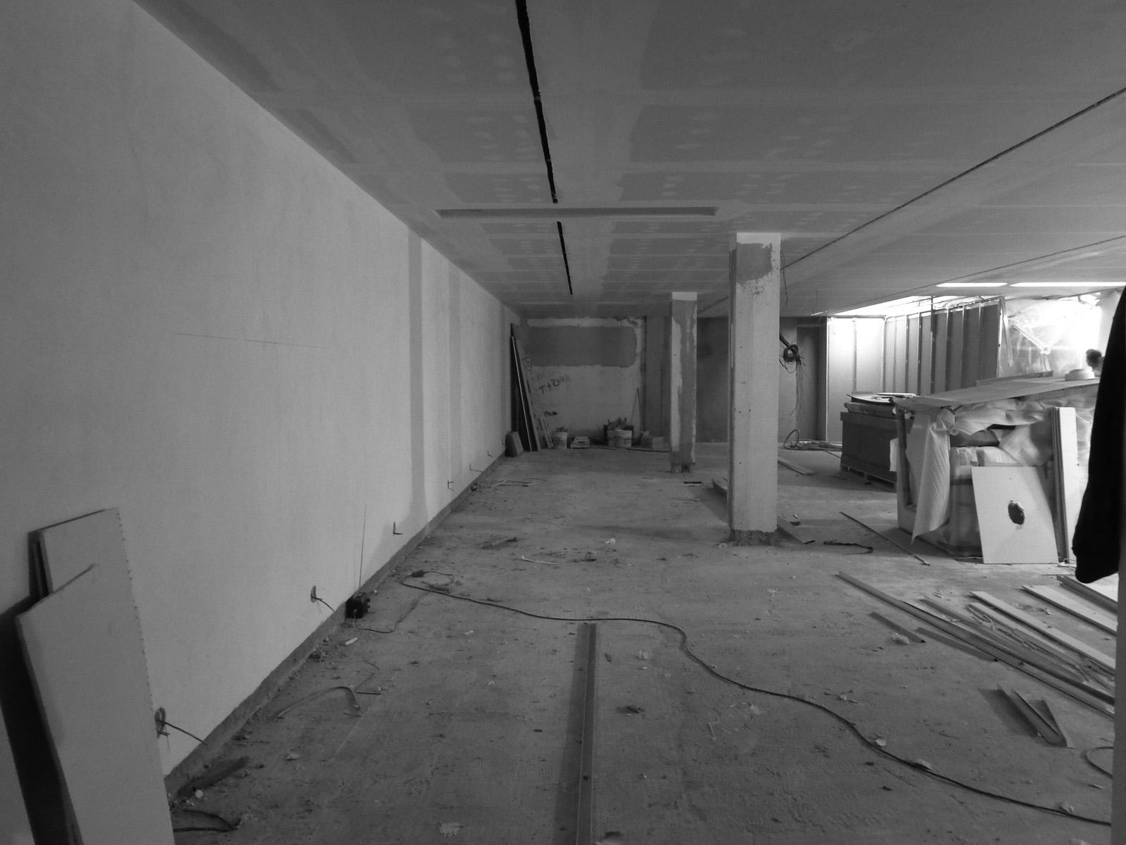 Antero - Construção - Stand - Oficina - BMW - Yamaha - EVA evolutionary architecture - Arquitectos Porto (1).jpg