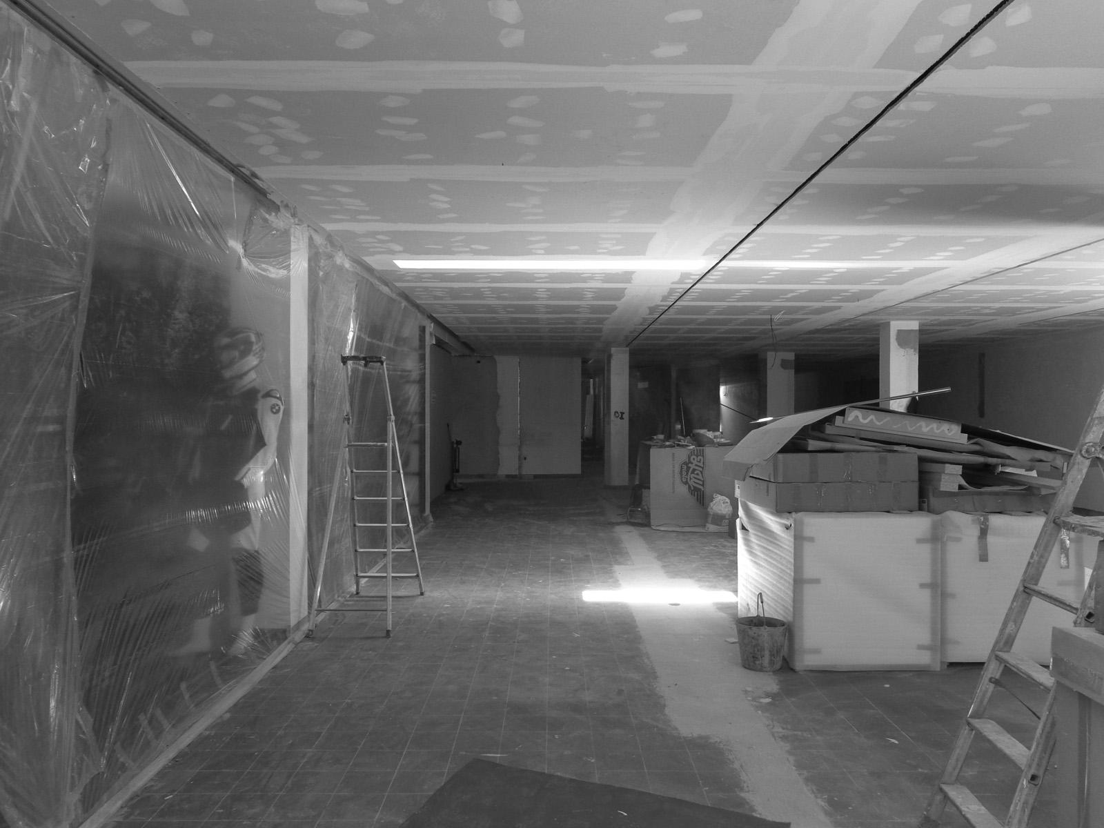 Antero - Construção - Stand - Oficina - BMW - Yamaha - EVA evolutionary architecture - Arquitectos Porto (11).jpg