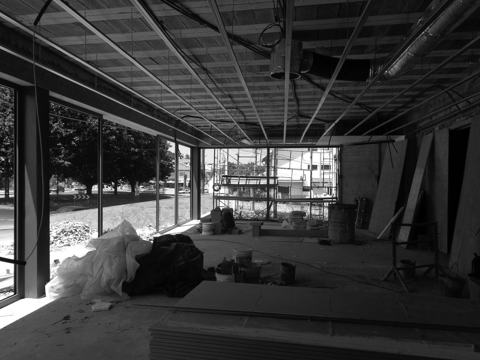 Antero - Construção - Stand - Oficina - BMW - Yamaha - EVA evolutionary architecture - Arquitectos Porto (19).jpg