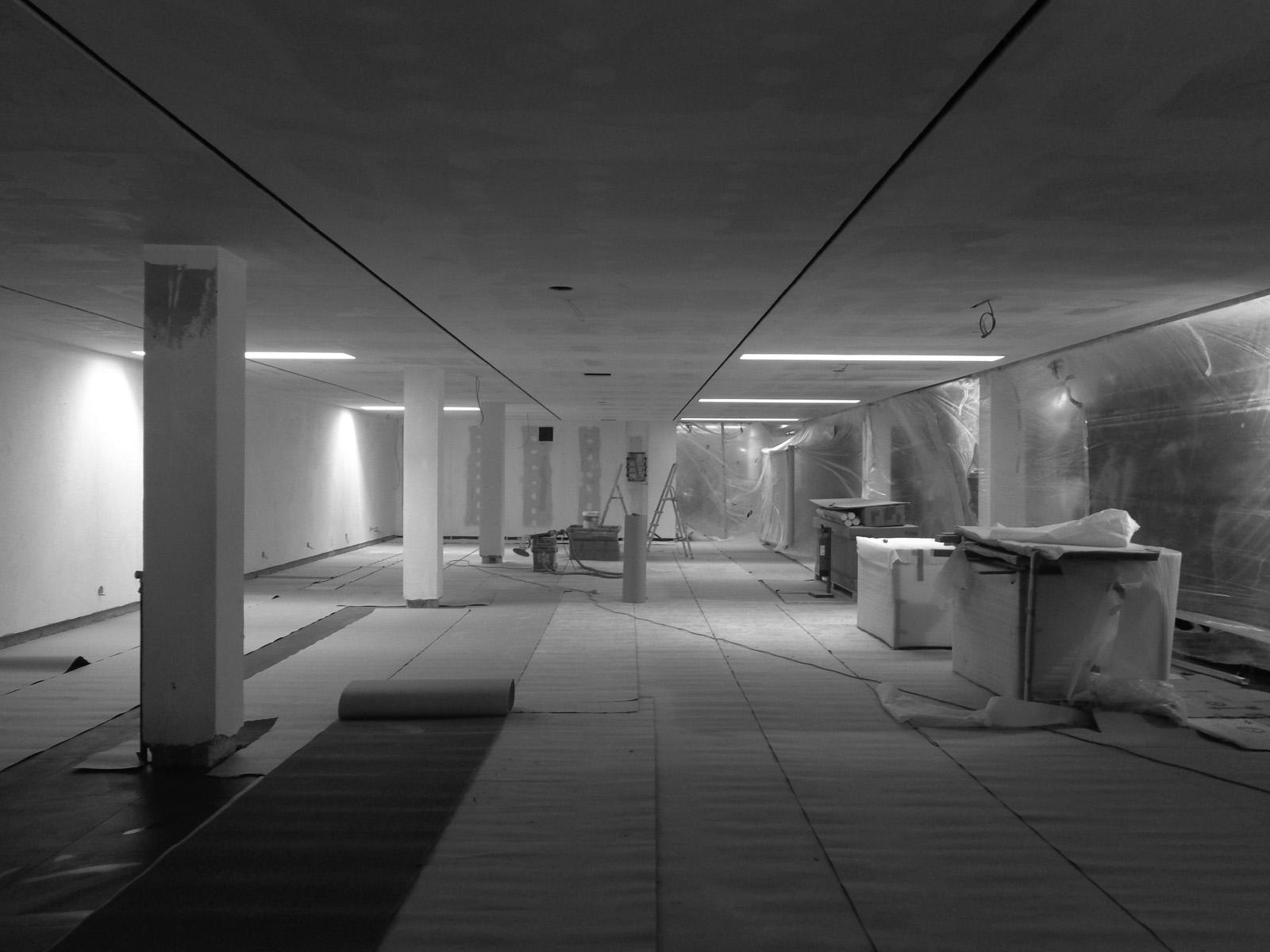 Antero Motos - Construção - Stand - Oficina - BMW - Yamaha - EVA evolutionary architecture - Arquitectos Porto (1).jpg