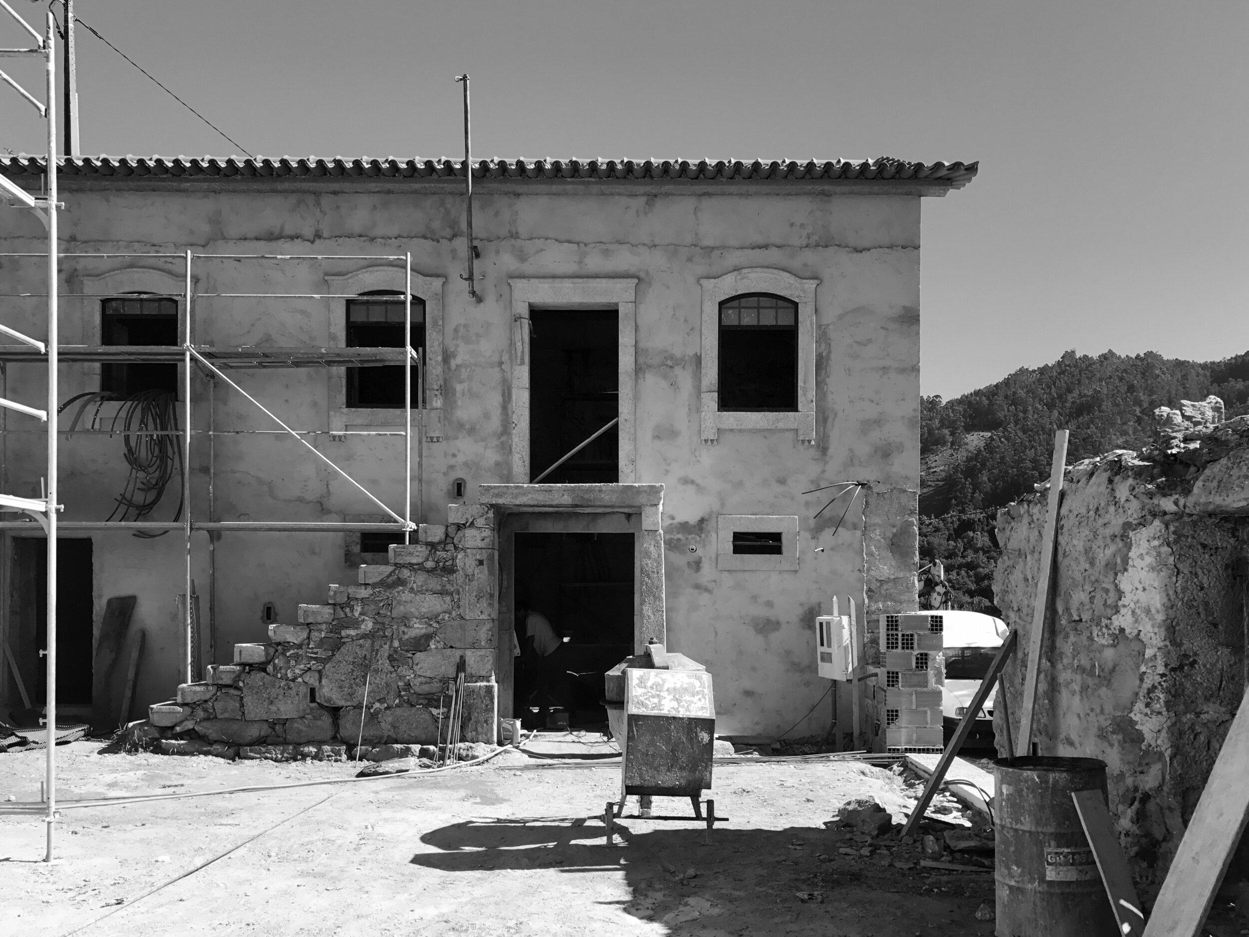 Moradia Folgorosa - EVA evolutionary architecture - arquitecto - reconstrução - vale de cambra (6).jpg