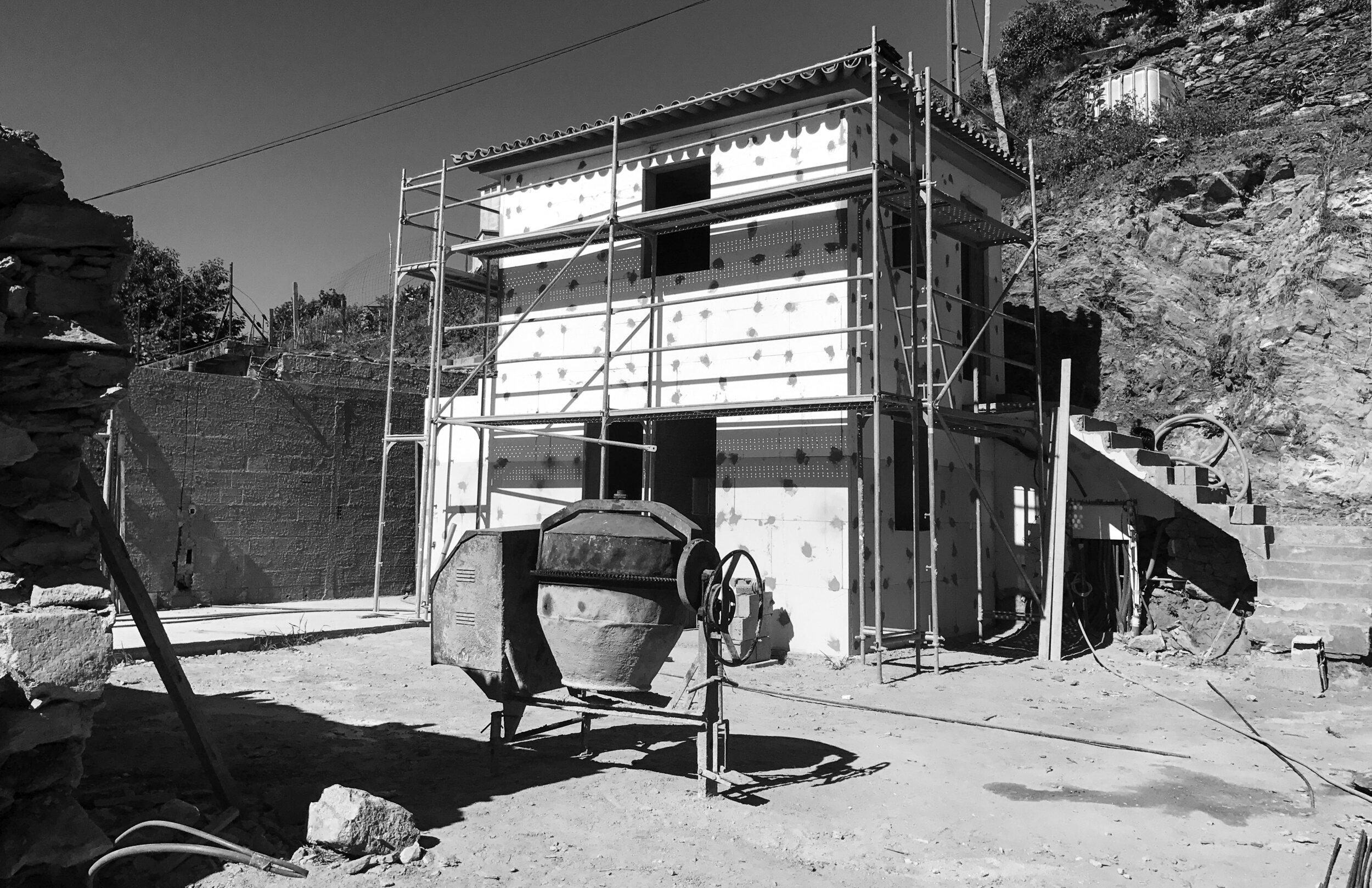 Moradia Folgorosa - EVA evolutionary architecture - arquitecto - reconstrução - vale de cambra (5).jpg