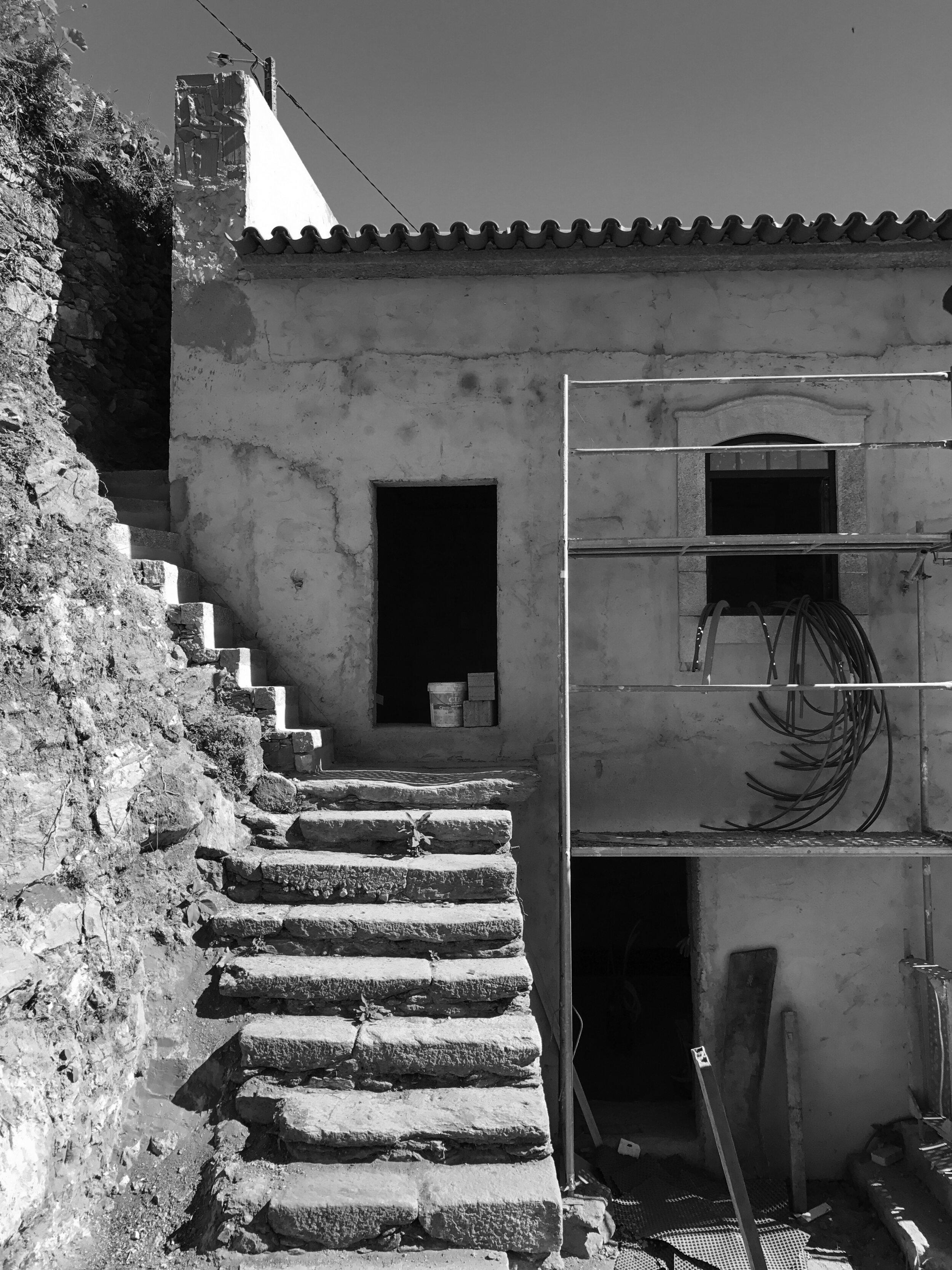 Moradia Folgorosa - EVA evolutionary architecture - arquitecto - reconstrução - vale de cambra (10).jpg