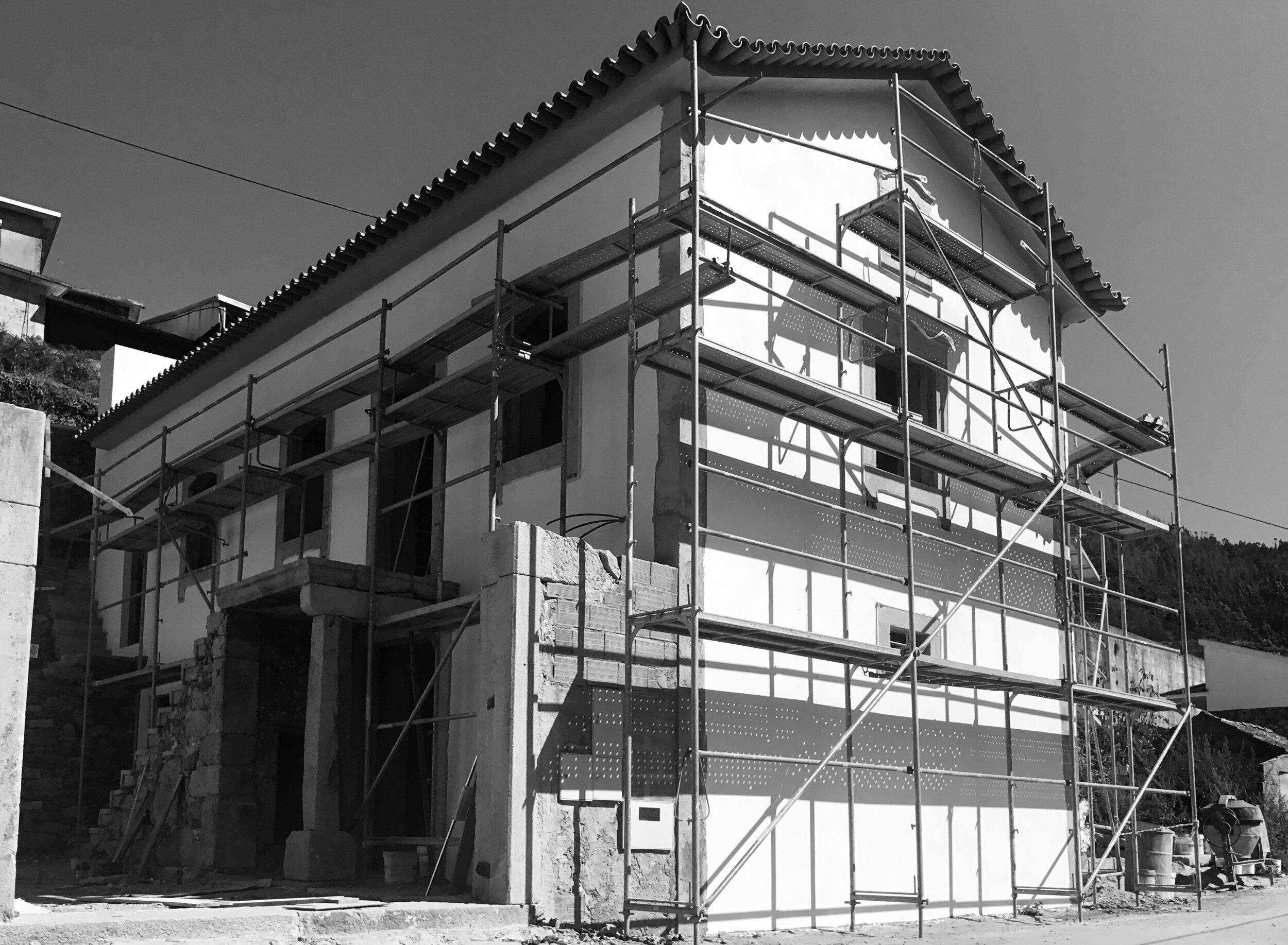 Moradia Folgorosa - EVA evolutionary architecture - arquitecto - reconstrução - vale de cambra (17).jpg