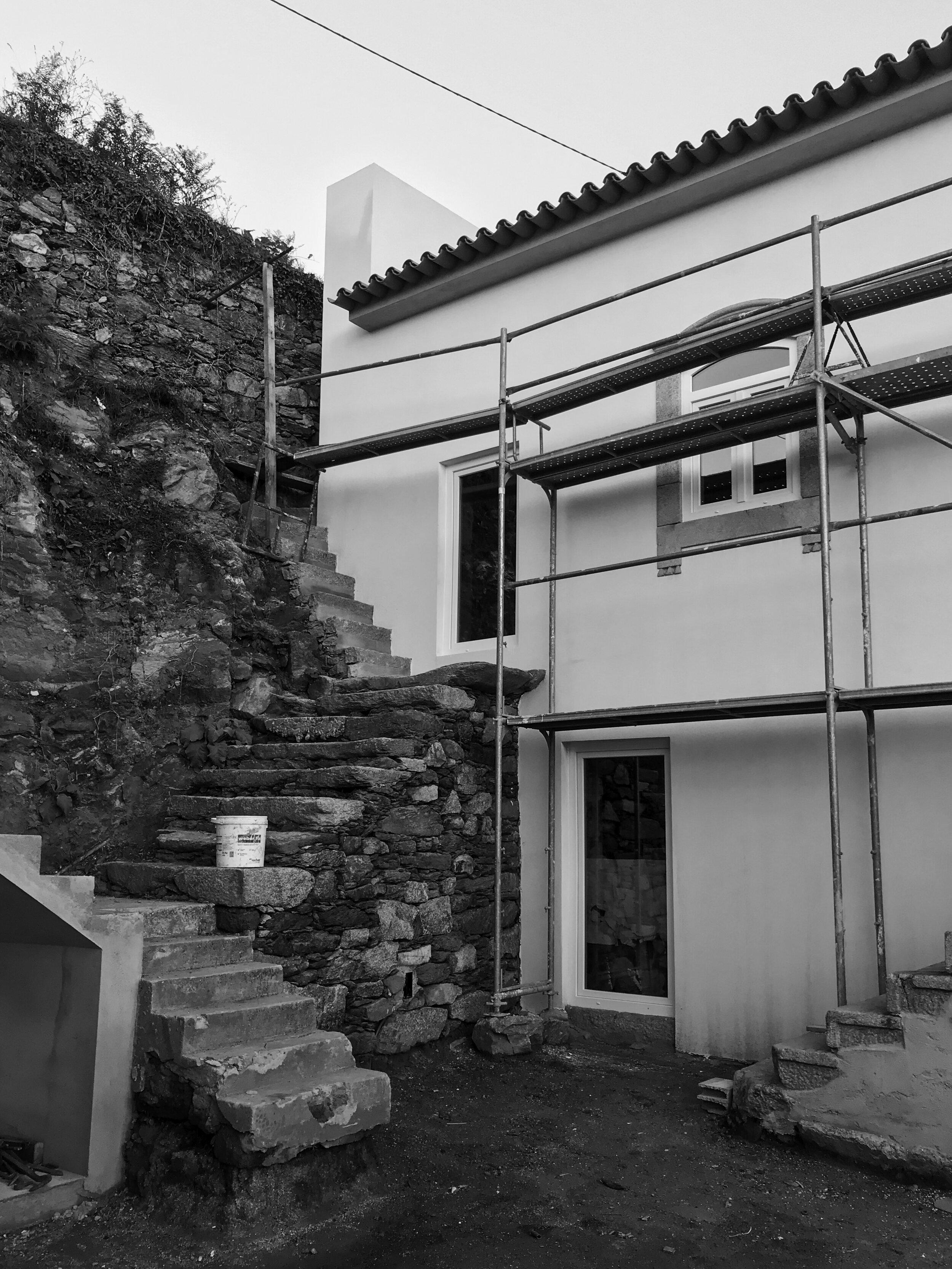 Moradia Folgorosa - EVA evolutionary architecture - arquitecto - reconstrução - vale de cambra (20).jpg