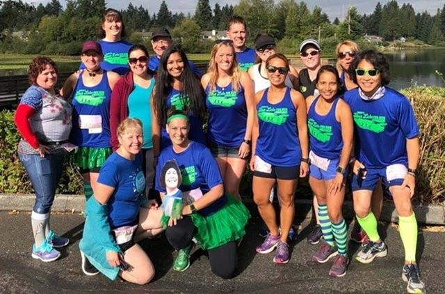 An awesome group photo from the recent @emorysonsilverlake  Fun Run! Always happy to take care of swag for local events! #LockPromo #FunRun #EmorysSilverLake