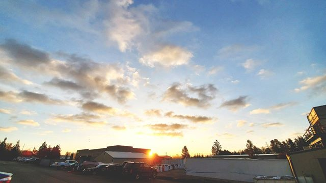 Check out that sunrise! ... #LockPromo #Sunrise #PNW #Bright #Fall #Clouds #Sunshine #Clear #Crisp #Cold #Chilly #LoveIt