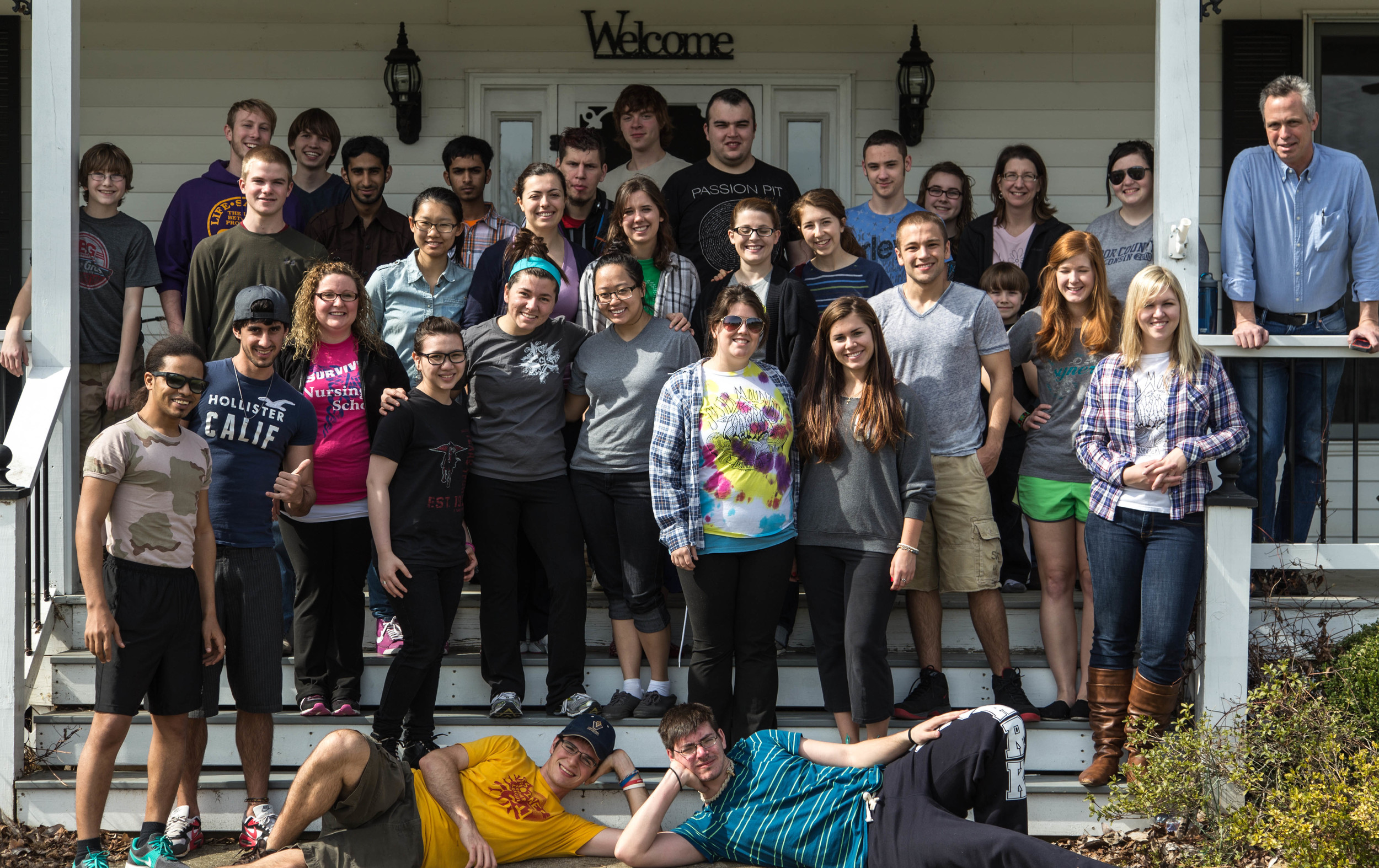 Our group of ~30 in front of the Quackenbush home where we spent the night. (click photo to see more ...)