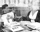CROSSING THE T's: Wigstock biz manager Scott Lifshutz (l.) and organizer Lady Bunny check shirts promoting drag fest. photo: Jim Hughes