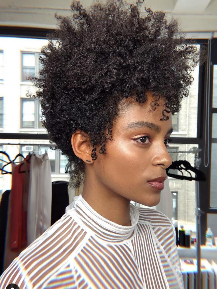 Intricate cuts on curls - HAIR BY @PEKELARILEY