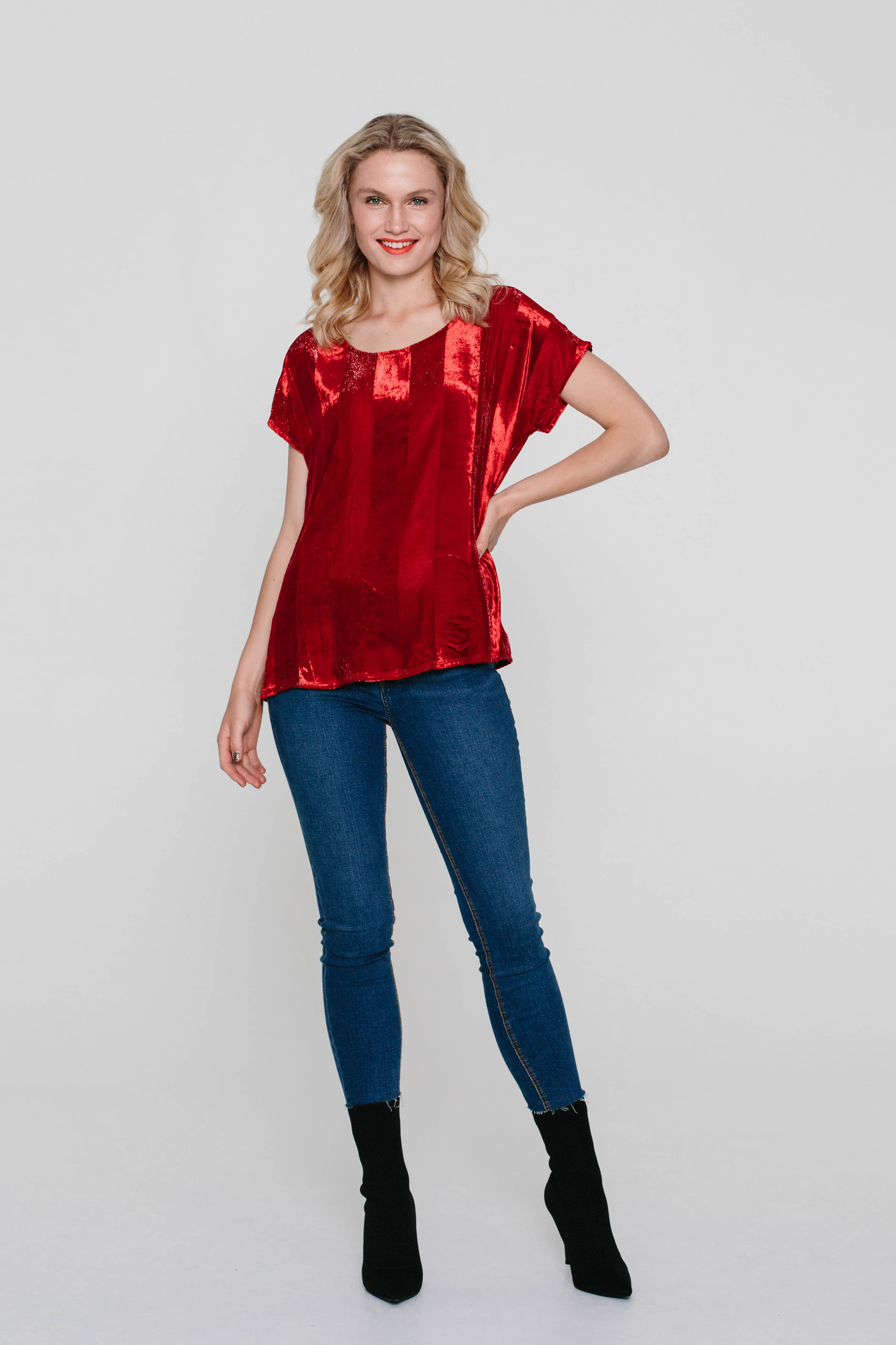 4832WA Oasis Tee Velvet Red