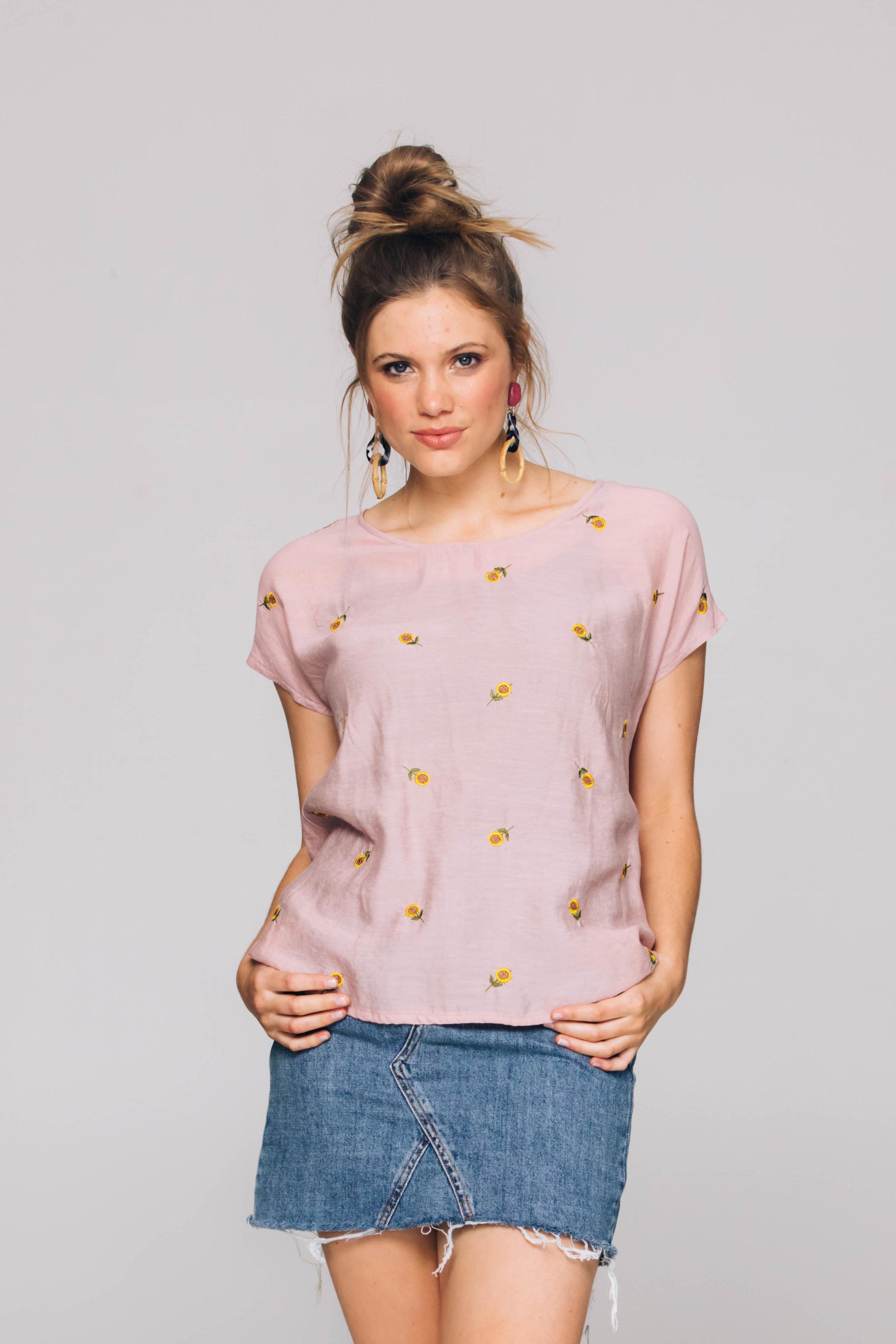 4832TC Oasis Tee, Suzi Sunflower Pink