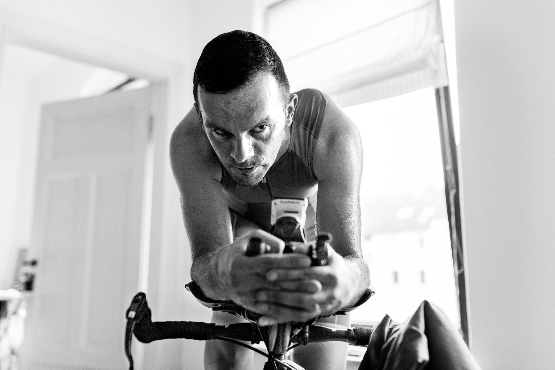 We are Triathlon   Die verschiedenen Trainingseinheiten bringen ihn oft an sein physisches Limit. Richtige Ernährung und intensive Ruhephasen nach dem Sport sind wichtig, damit das Training erfolgreich anschlägt.