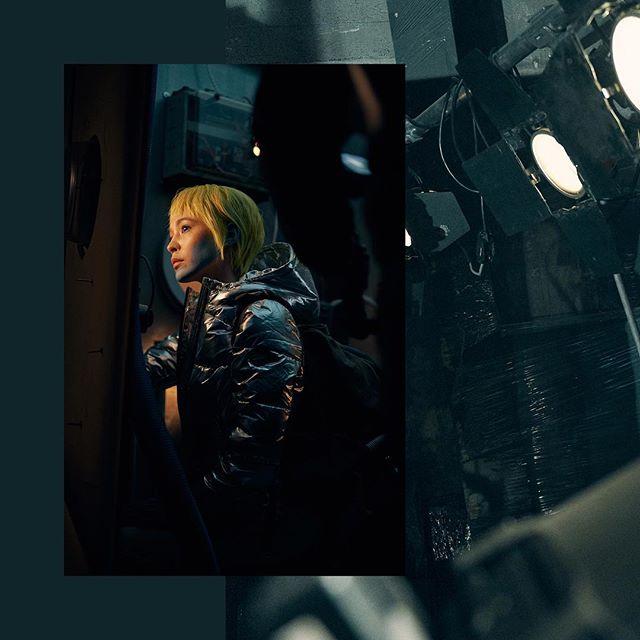 "Behind the scenes of ""Radiant Venom"" filmproduction for@overkillshopand@pumasportstyle @puma • Director: @florianroeske / DoP: @kasparhornikel / Creative Director: @michaelkittel / Edit: @joernfalldorf / Colorist: @lutz_forster / Musik: Mas 2008 / Sound Design: @martinseyermusic / Executive Producer: @nicklaskrueger / Producer: @leohaselhuhn / Production Design: Kolja Briese / Agency: @agenturxy / HMUA: @mariaehrlichmakeup / Production: @agenturxy, @chunkupthedeuce / client: @overkillshop, @pumasportstyle • #radiantvenom #sneakers #agenturxy #chunk #sony #sonyalpha #sonya7 #sonya7riii #mirrorless #mirrorlesscamera #behindthescenes #makingof #film #photo #filmproduction #filmlight #filmservice #directorofphotography #director"