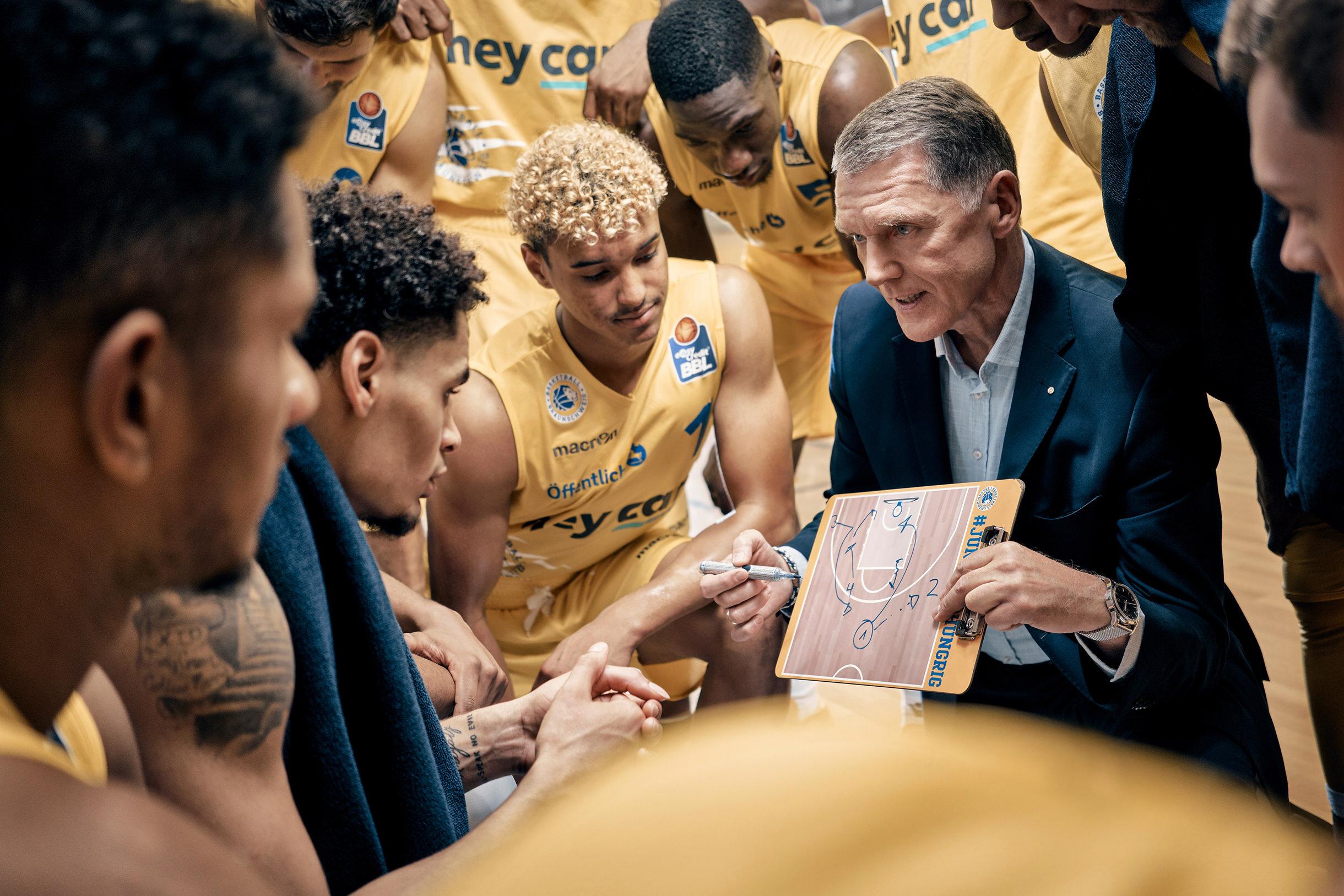Öffentliche Versicherung  Basketball Löwen Braunschweig Sponsoring Keyvisual