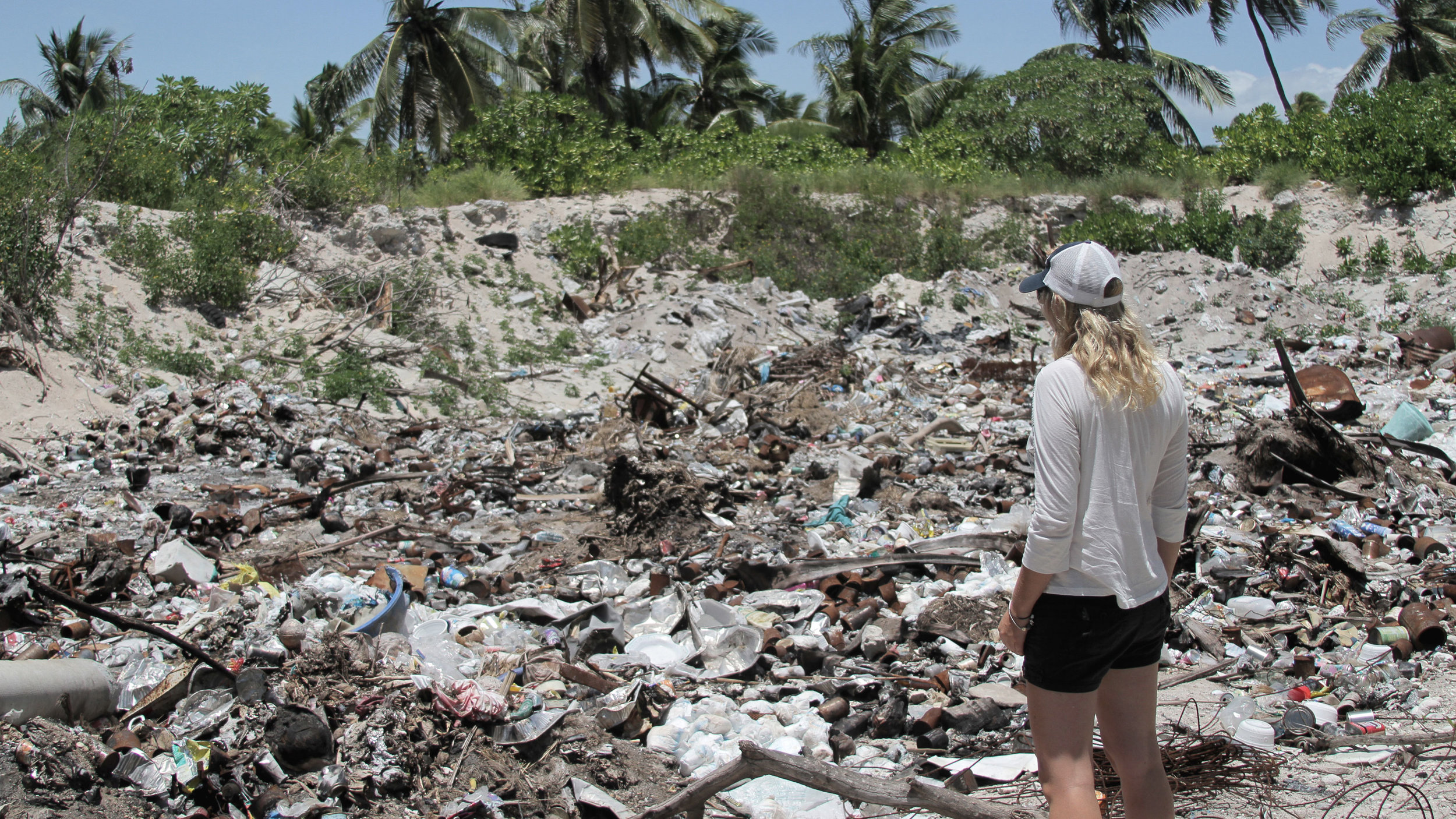 Kiritimati-Island-dumping-site---Kiribati copy.jpg