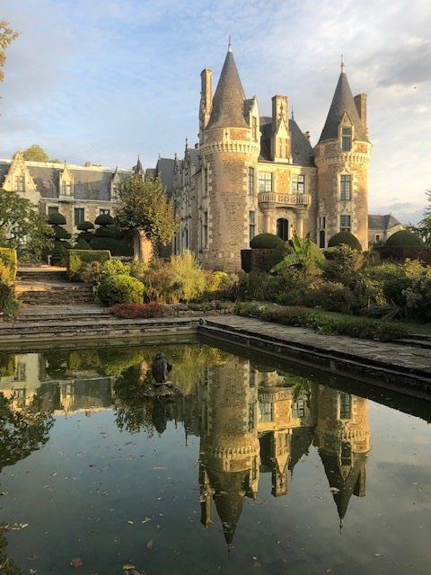 France-chateau-reflection1.jpg