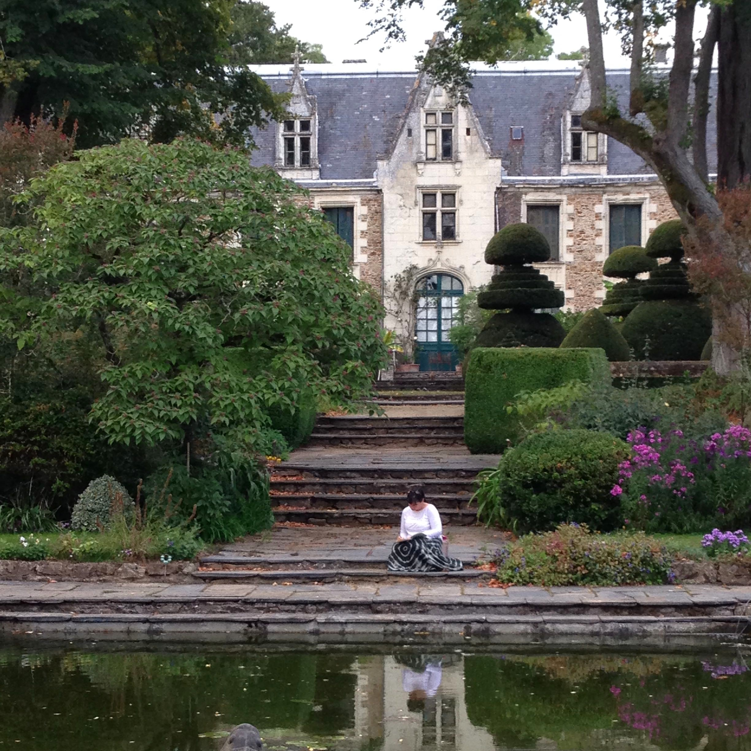 Write - Find s secluded writing nook on the chateau's 300-acre estate