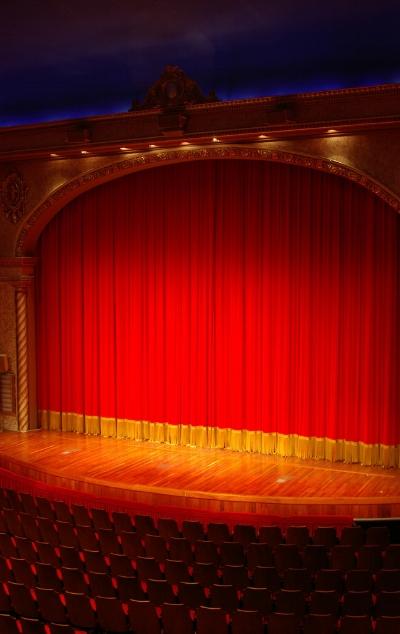 theater-2-1228178-639x1012.jpg