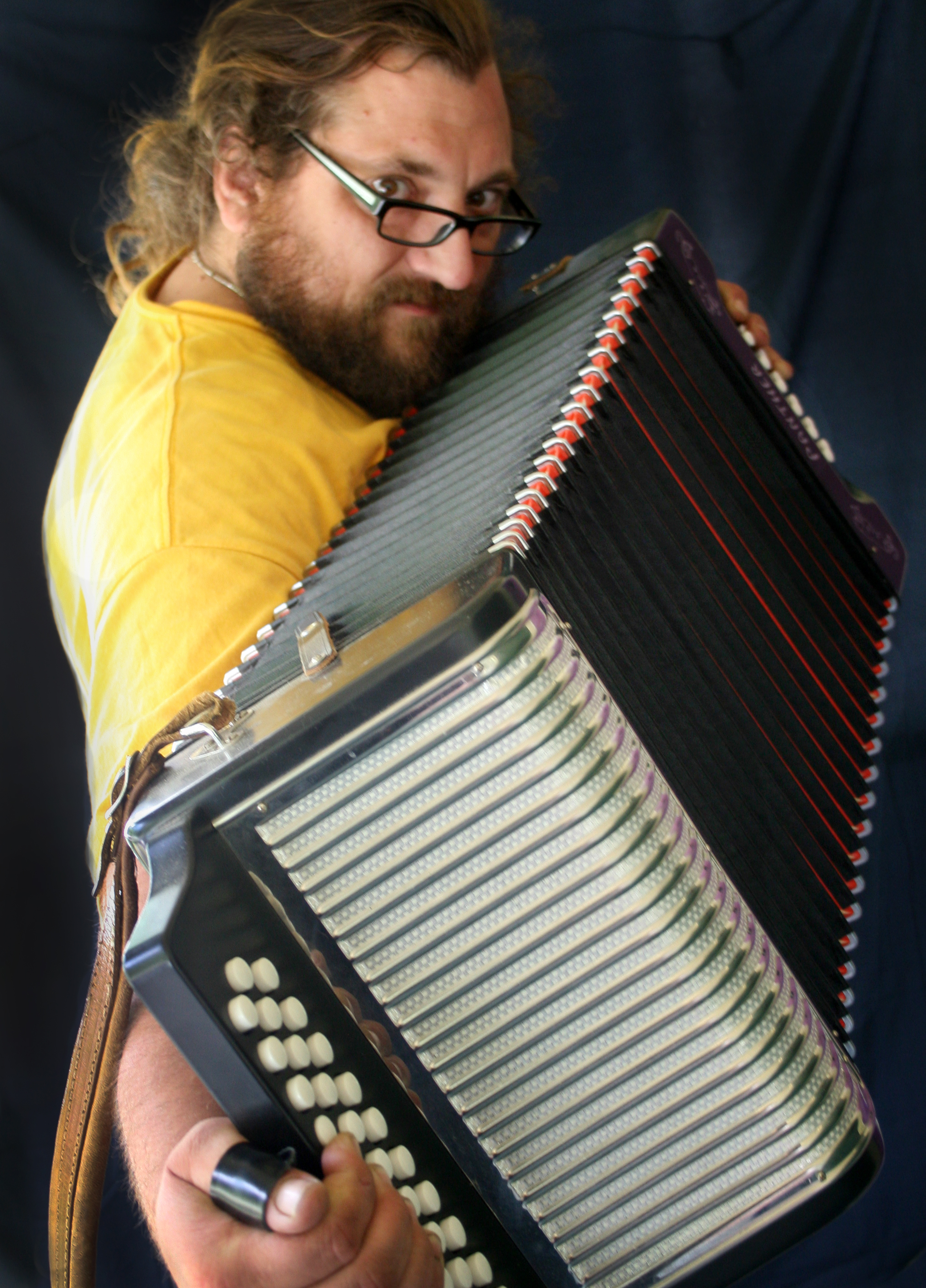 Ron_accordion.jpg