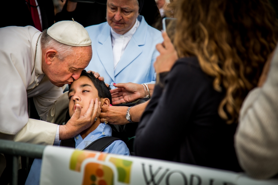 http://www.fearlessphotographers.com/blog/the-pope-and-the-wedding-photographer/