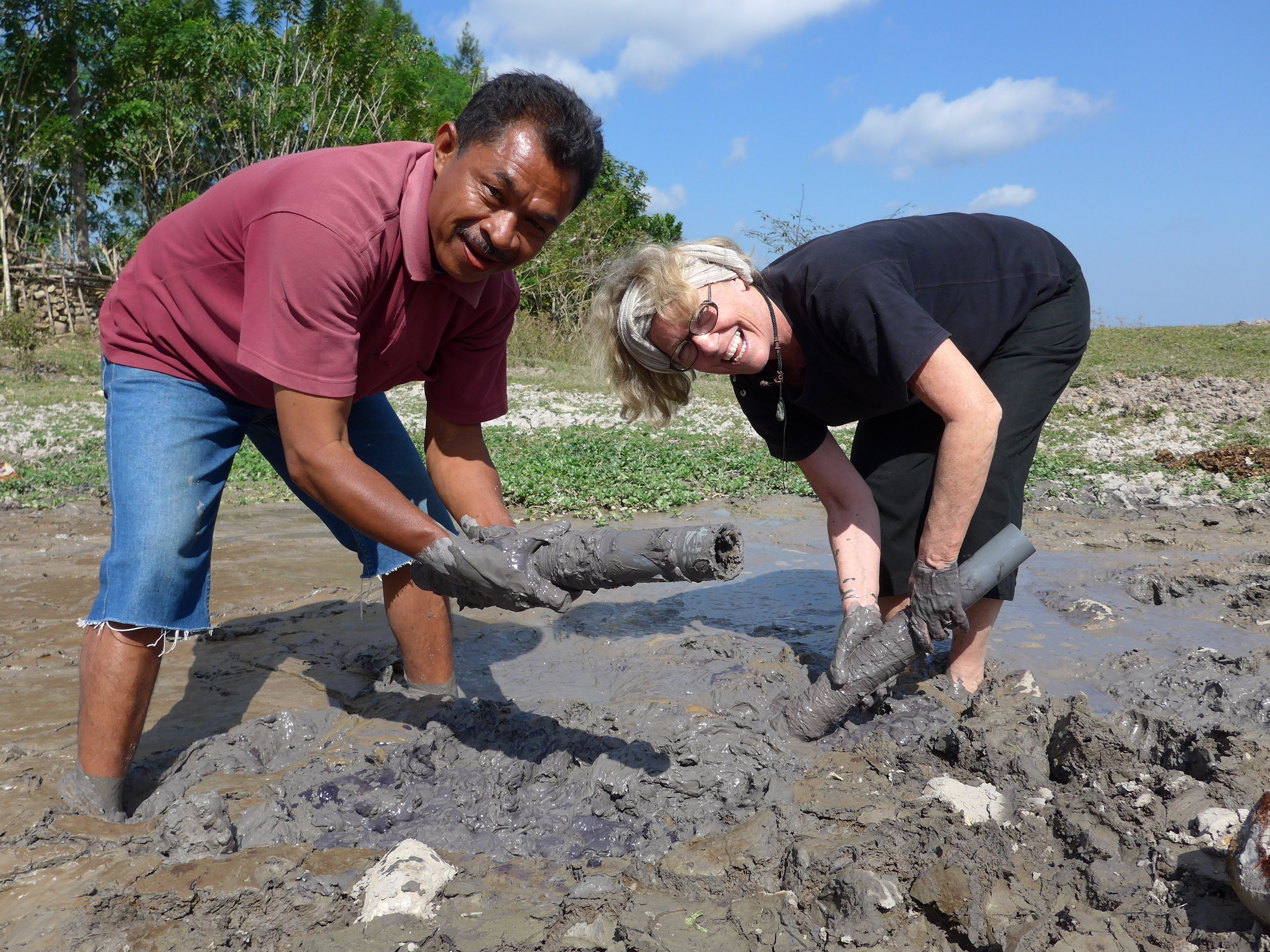 Jean Howe and Om Hanis dyeing silk to a deep black by using a mud dye process in Timor.JPG