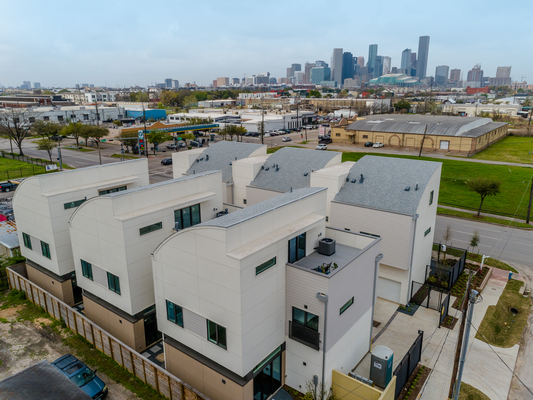 This community of six striking town homes is nestled on the edge of EaDo near in a vibrant corridor with rapid redevelopment.