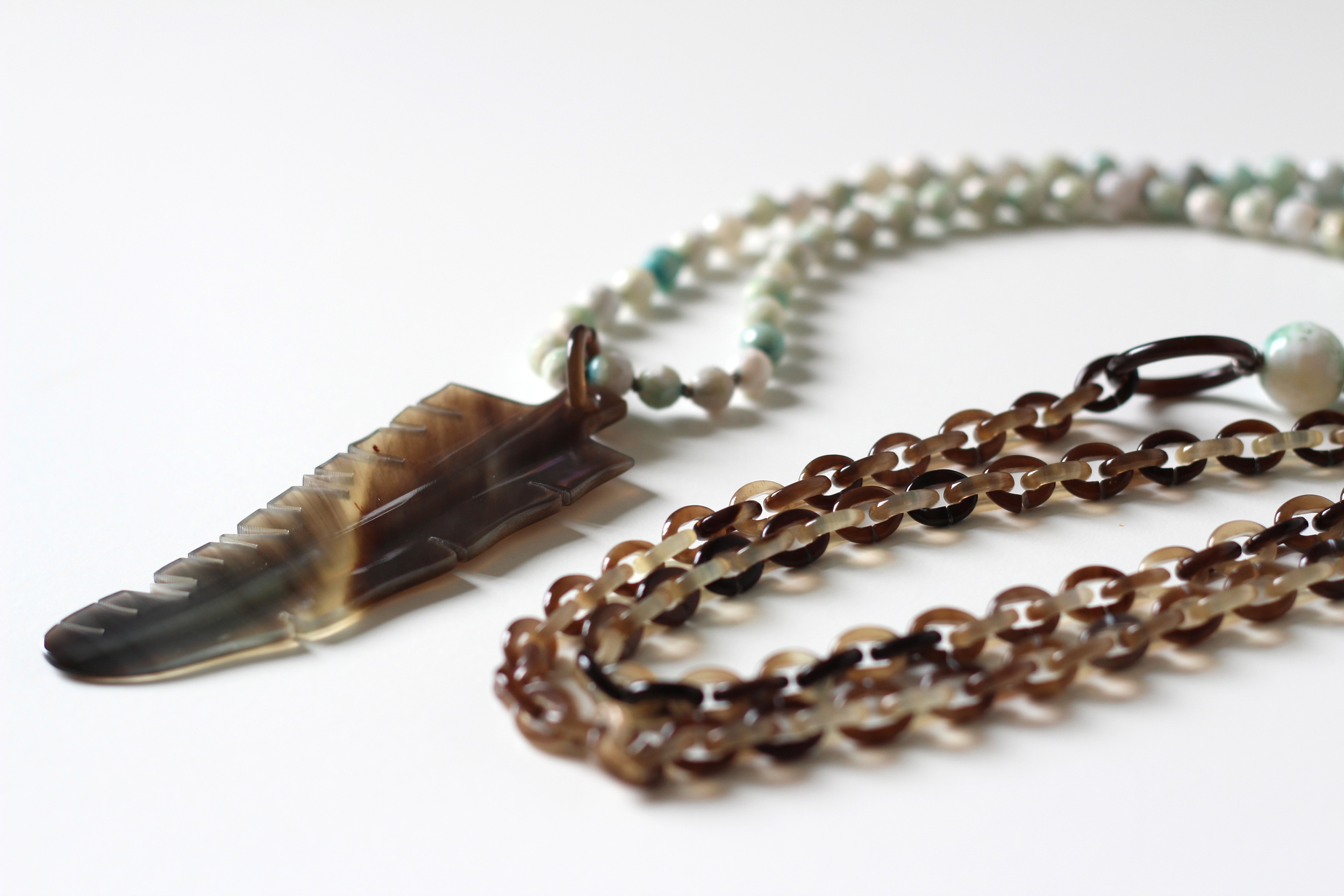 Ines necklace with feather pendant