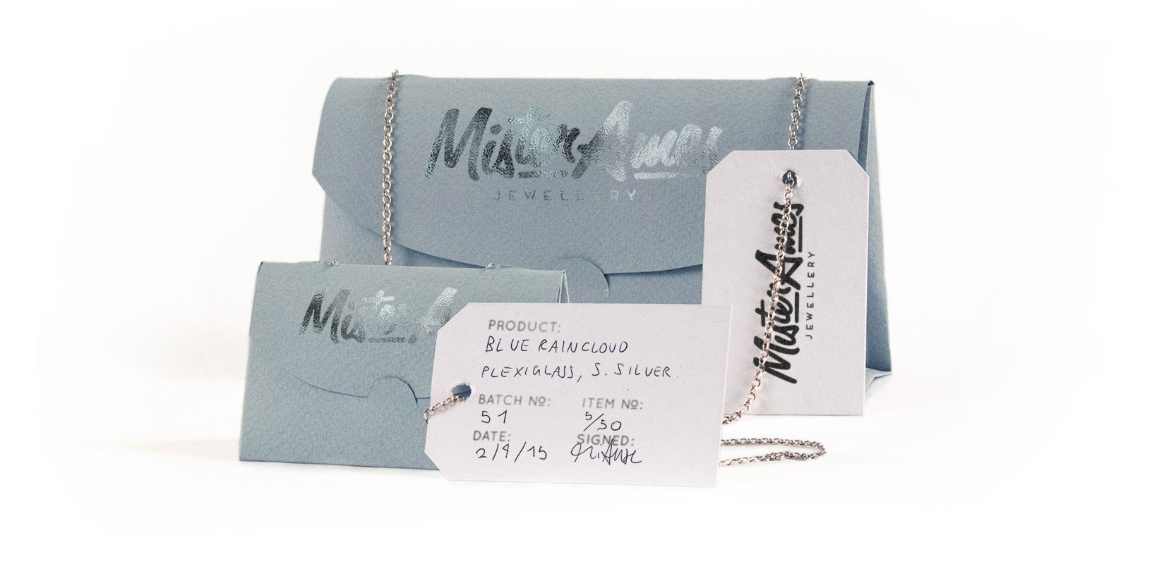 Jewellery packaging that protects necklaces by turning them into little paper handbags!