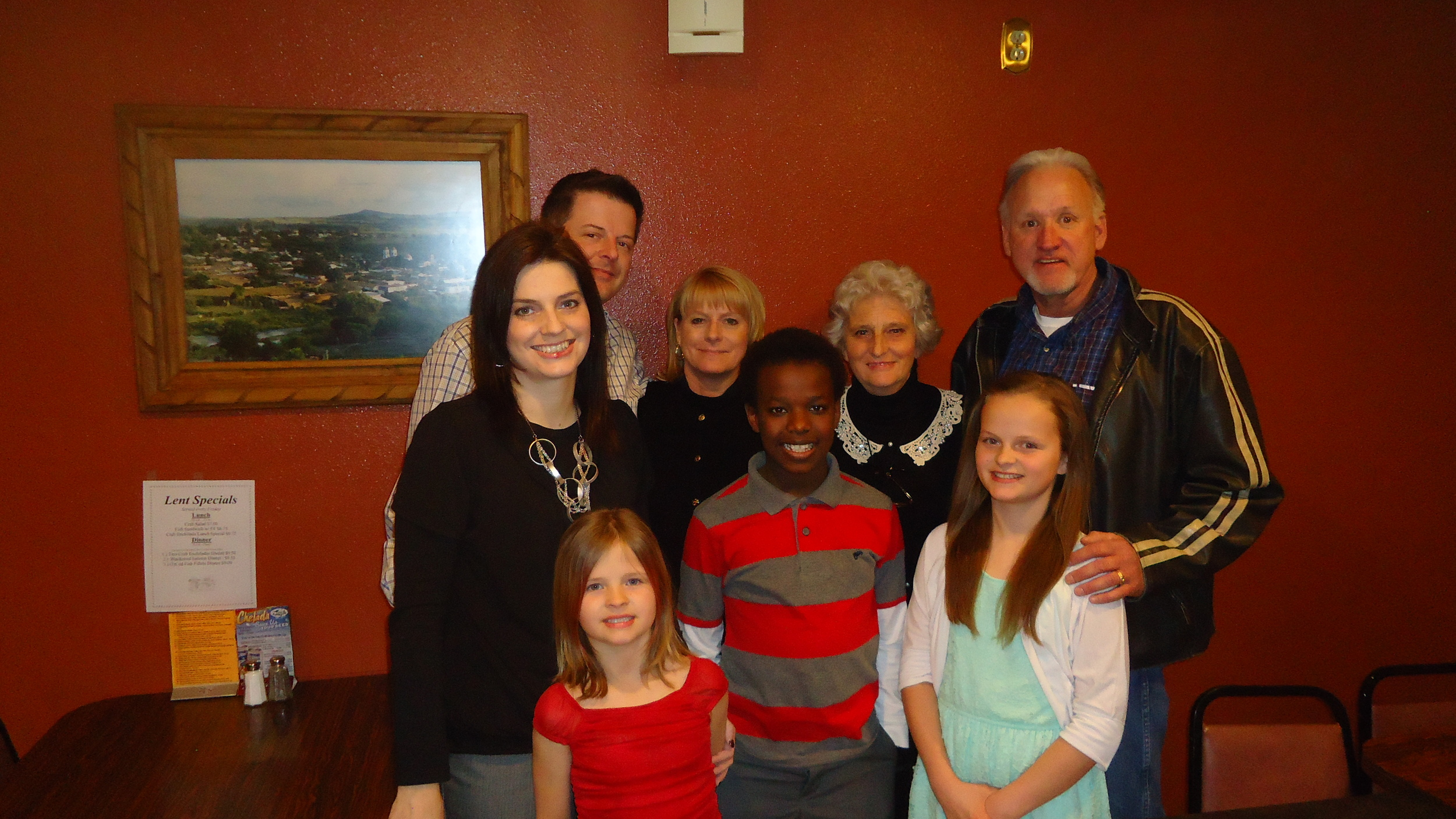 Hosts in Akron, Iowa - Lee & Nicole Harding and family