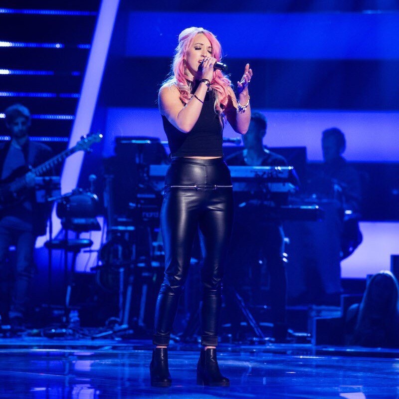 Alumna Rachel Rose performing on The Voice