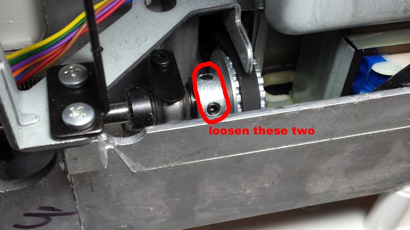 Timing gear of the Singer 7258 sewing machine has two screws controlling the timing alignment.