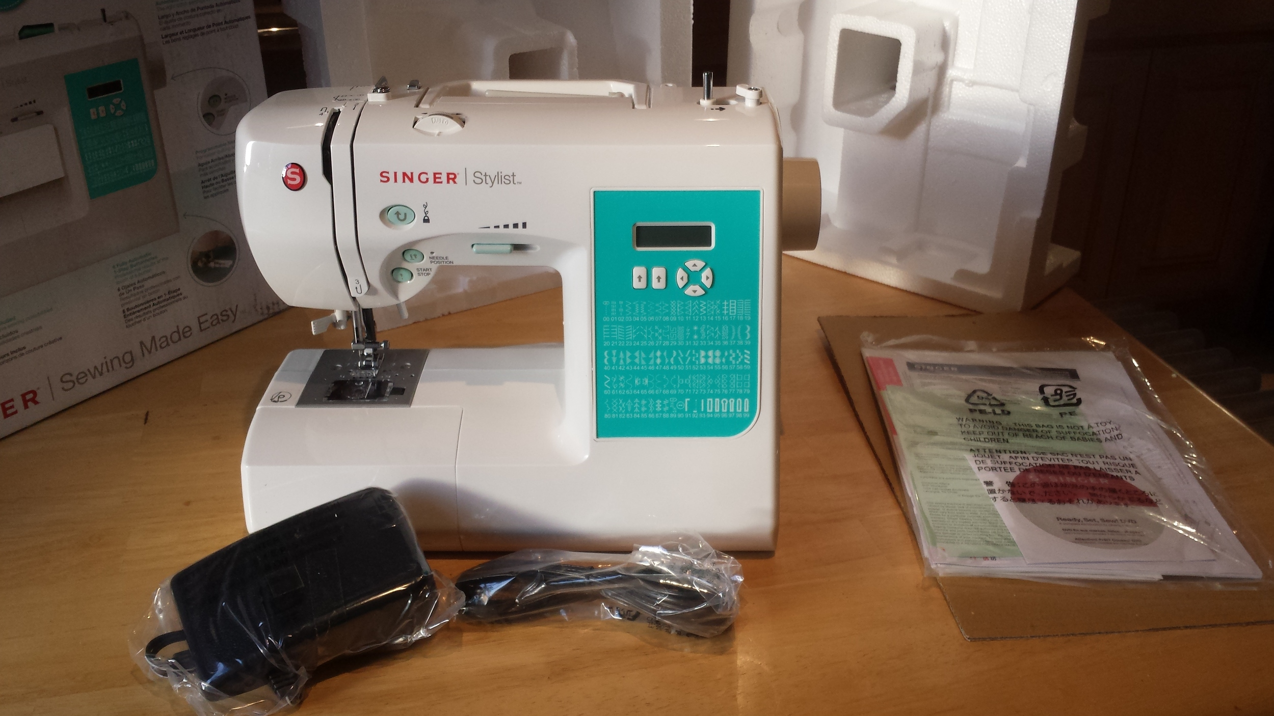 Everything that comes in box of the Singer 7258 sewing machine