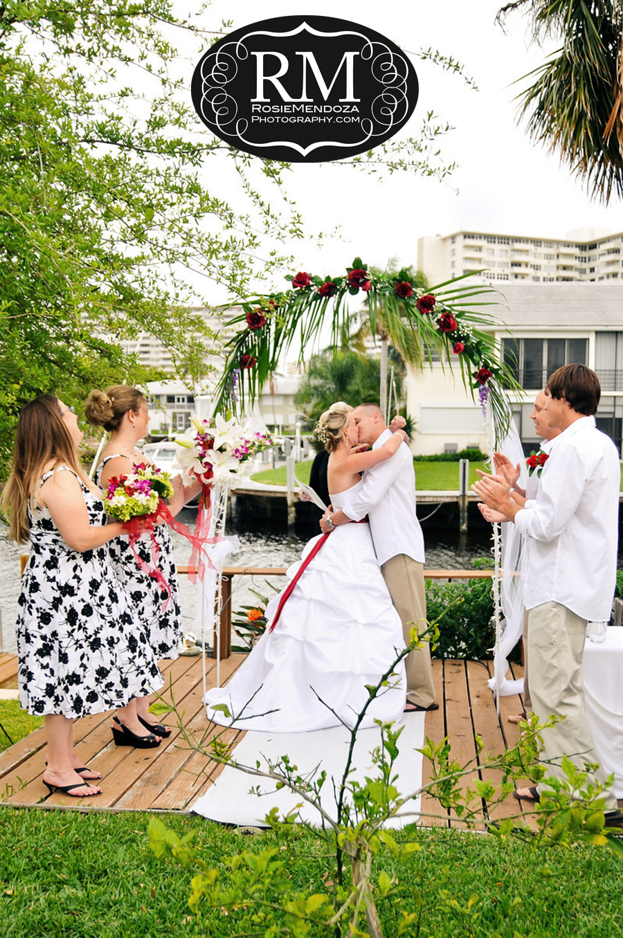 Fort-Lauderdale-backyard-wedding-kiss-photo