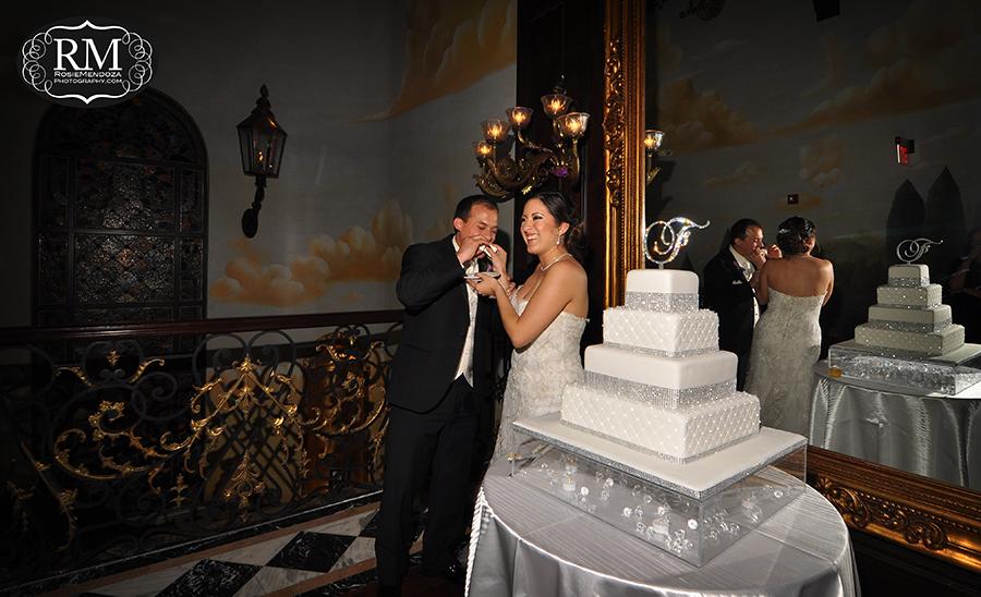 Coral-Gables-The-Cruz-Building-wedding-cutting-cake-photo