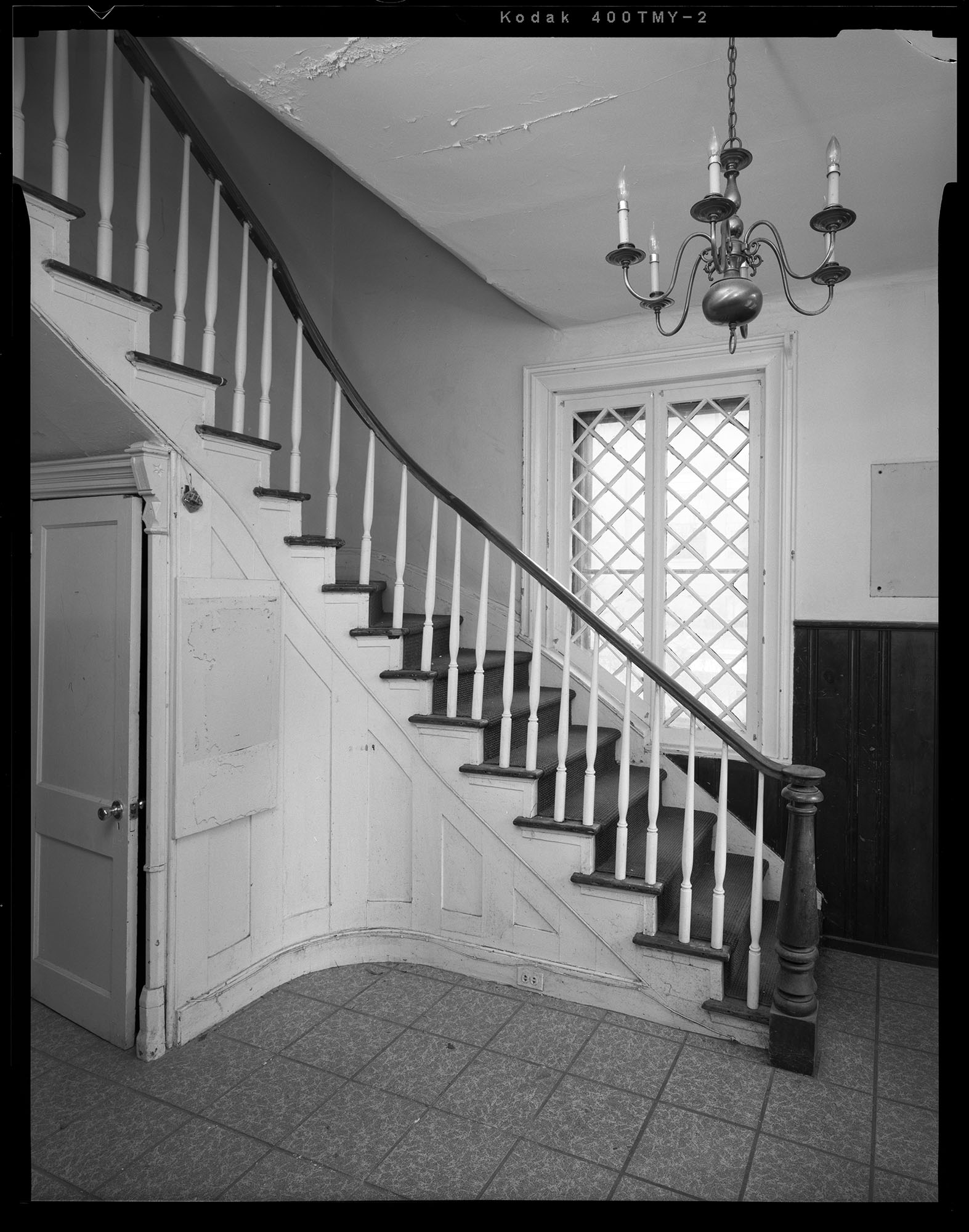 Entrance_Stairs_and_Closet.jpg