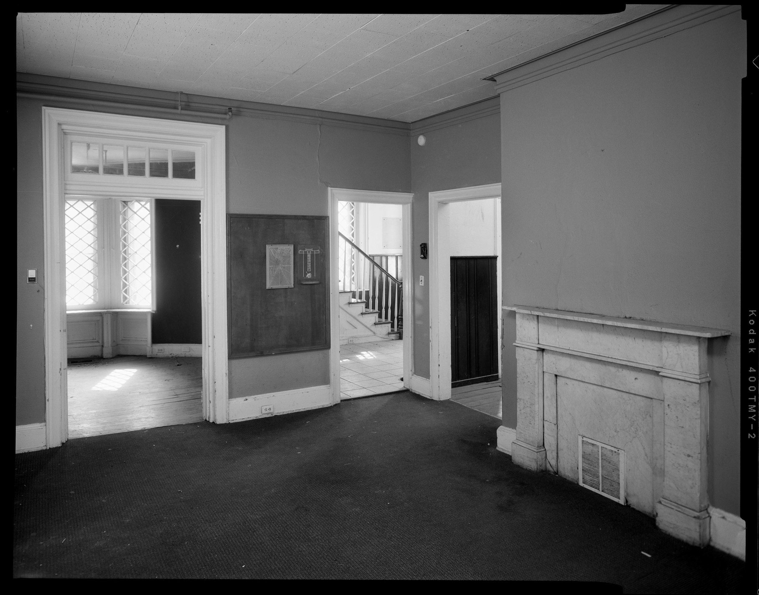Dining_Room_Showing_Mantelpiece_and_Passageways.jpg