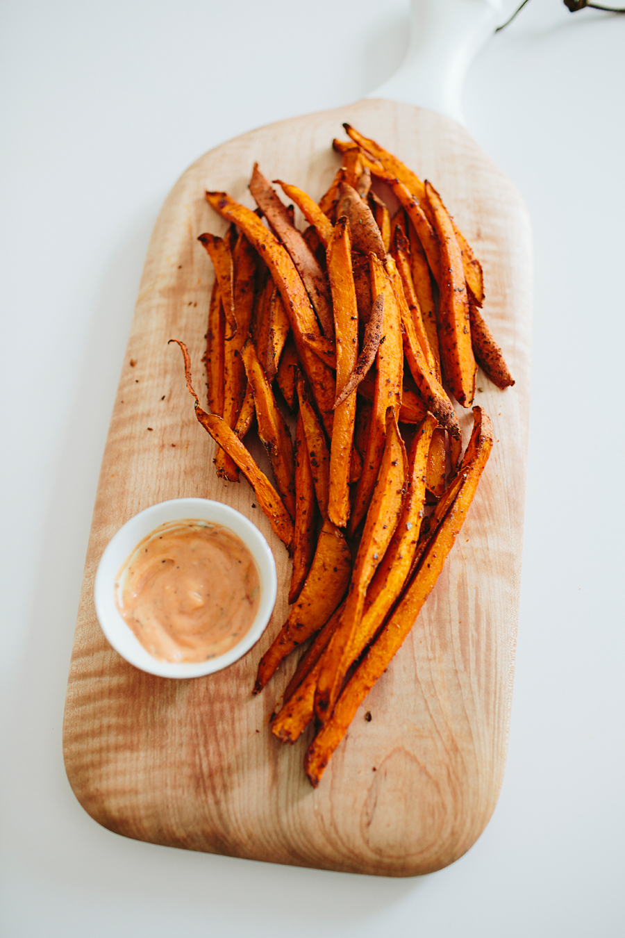 brookecourtney_sweetpotatofries_ovenbaked_frysauce-17.jpg