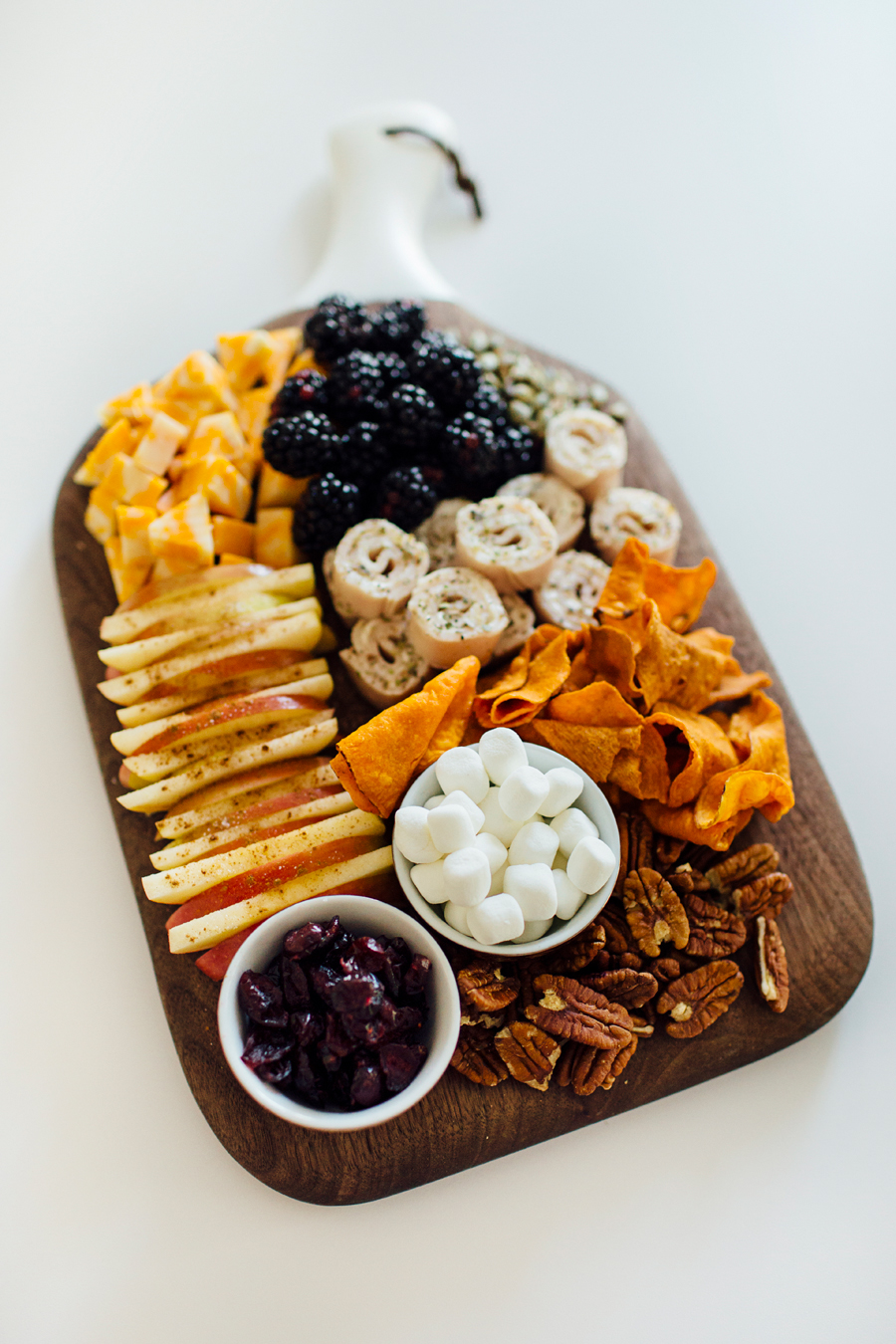brookecourtney_thanksgivingsnacktray-1.jpg