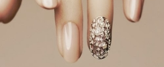 classy-nail-nude-art-gold.jpg