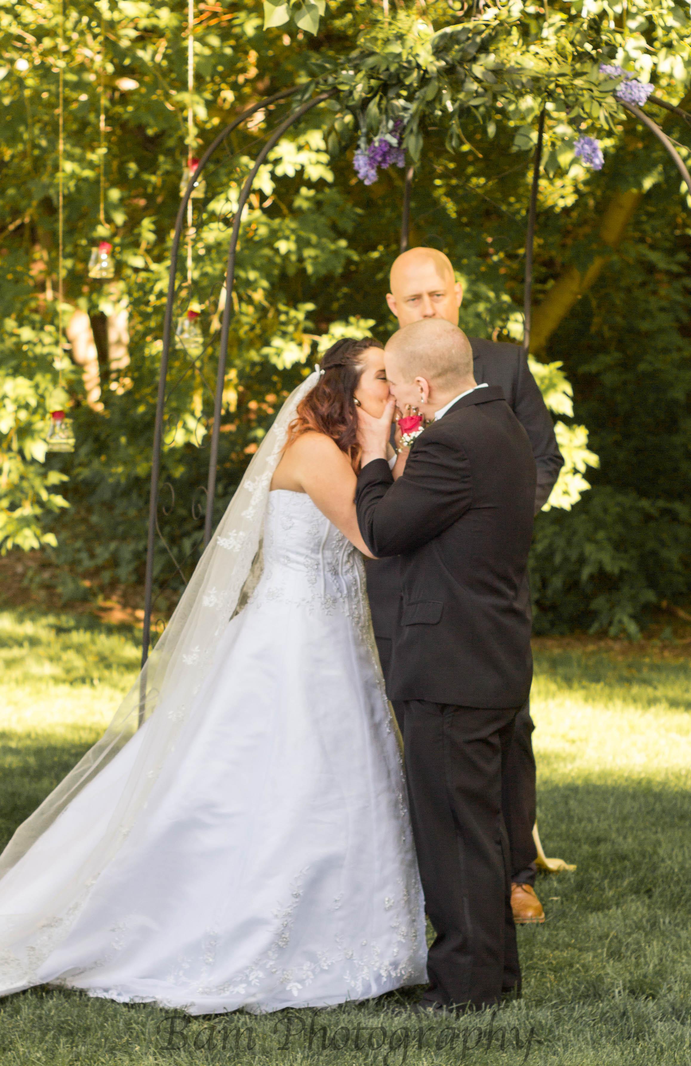 Married Kiss!