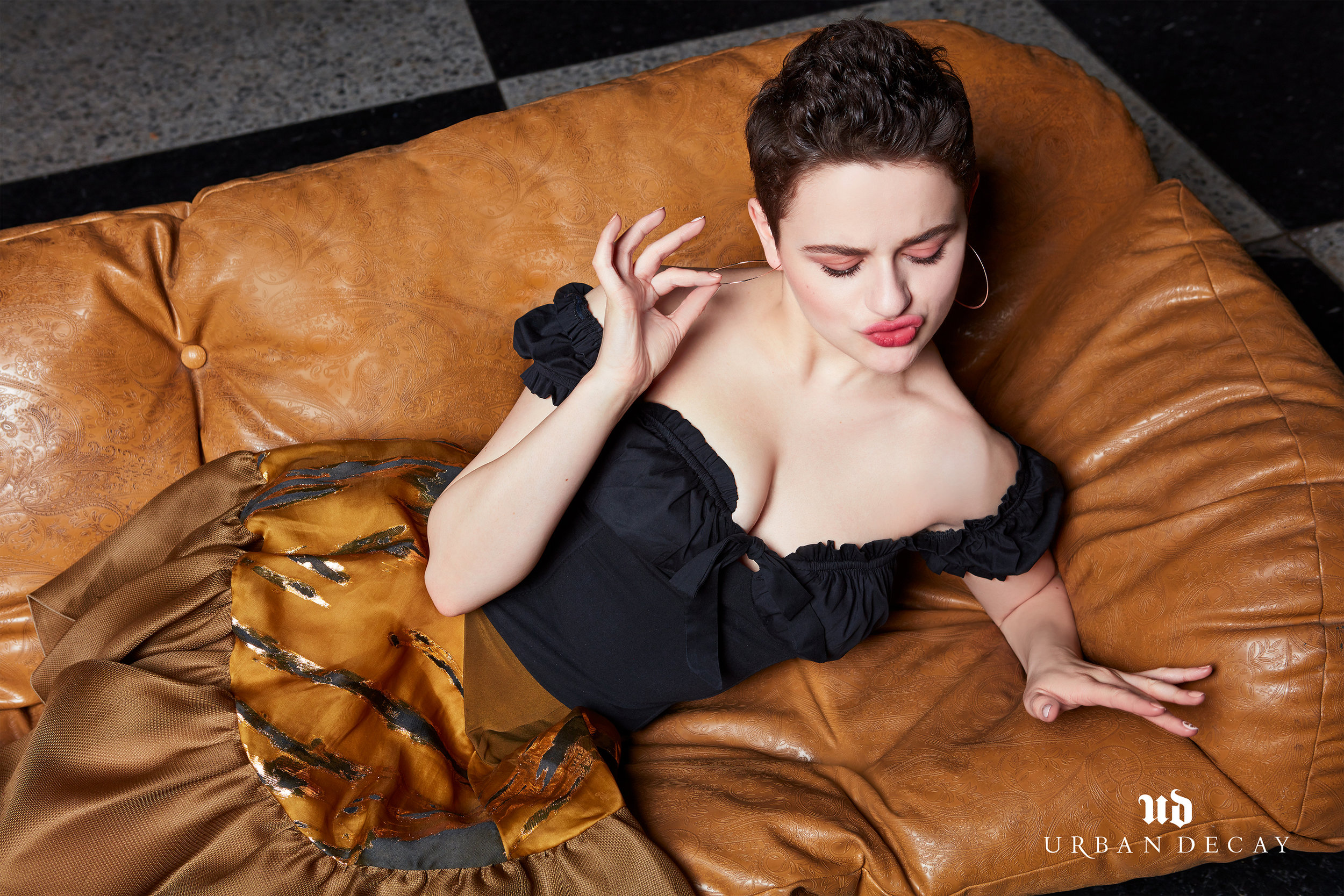 JoeyKing_StayNaked_LifesSyle_238-V2-Less-Shoulder-V2-web.jpg