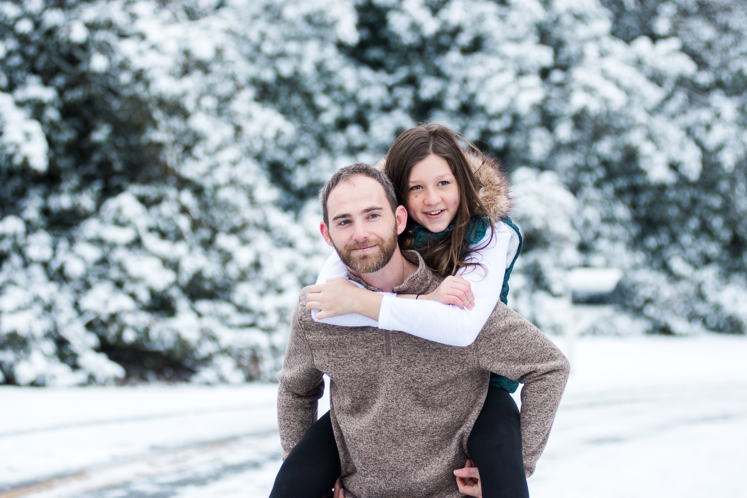 Snow Family Pictures, Lifestyle Family Pictures, Family of 4-53.jpg