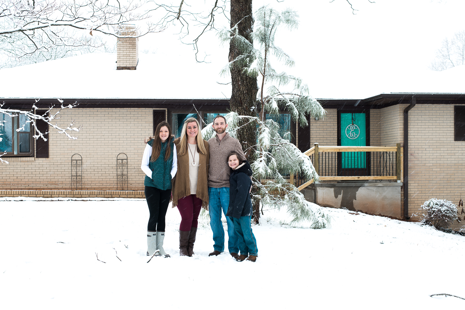 Snow Family Pictures, Lifestyle Family Pictures, Family of 4-67.jpg