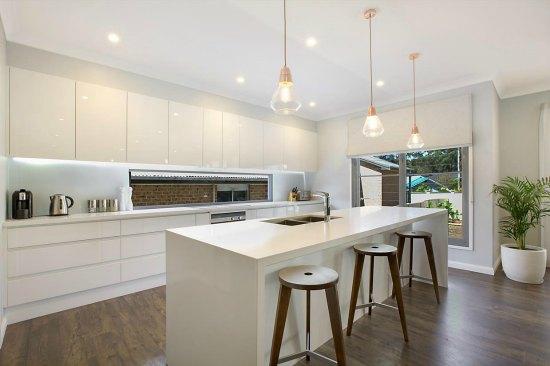 Sorrento Road Kitchen 550x366.jpg